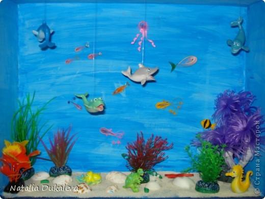 Эти макеты мы делали вместе с дочей в детский сад. У них каждую пятницу - тематический день. Нужно приносить либо игрушки на определенную букву алфавита, любимую книгу и т.д. Алфавит закончился, книжки тоже перечитали, теперь начались дни на тему Космос, Джунгли, Подводный мир. Джунгли мы не сделали, оставили на следующий год. Пока довольствуемся этим. Они сейчас живут в детском саду. фото 1