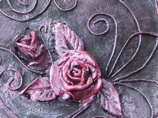 3дравствуйте, здравствуйте все!!!!У нас наконец кончились дожди и я сфотографировала новую работу в технике пейп -арт - автор Таня Сорокина.    http://stranamasterov.ru/user/151613   Сегодня у меня тарелочка с розами.... фото 6