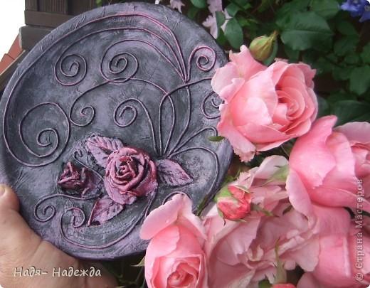 3дравствуйте, здравствуйте все!!!!У нас наконец кончились дожди и я сфотографировала новую работу в технике пейп -арт - автор Таня Сорокина.    http://stranamasterov.ru/user/151613   Сегодня у меня тарелочка с розами.... фото 1