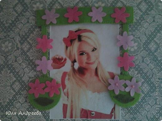 Кто-то наклейл на стену эту тётю а я решила её немножко  украсить фото 1