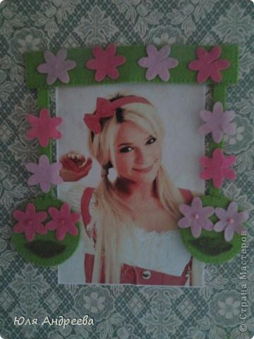 Кто-то наклейл на стену эту тётю а я решила её немножко  украсить фото 2