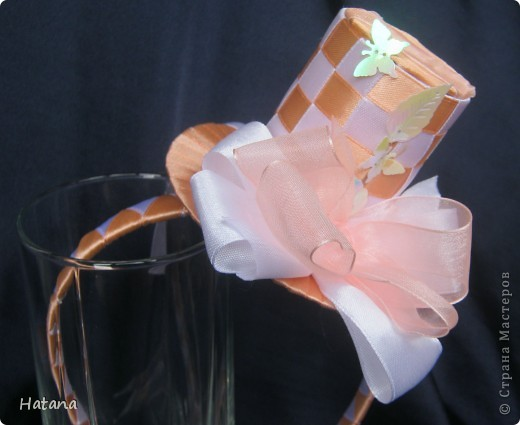 Совсем недавно увлеклась канзаши... Очень хочется показать мой, так сказать путь...  Первыми были вот эти резиночки, которые стали украшением куклы Сонечки (покажу попозже и её) фото 8