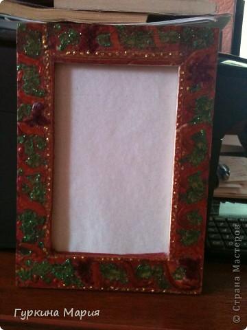 Моя работа рамка для фотографий. Использованны салфетки всё той же фирмы, клей, гель с блёстками и витражные краски. фото 1