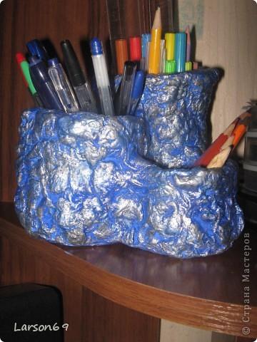 Под основу- обрезанные пластиковые бутылки, крышка из- под лака. Обклеино массой ячеек из- под яиц( ПВА 1/1 с водой),  покрашено гуашью, сверху губкой- серебренная краска и лак из баллончика. фото 1