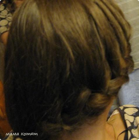 """Доброго всем времени суток. я очень долго складировала фото своих причёсок и """"наконец настал тот час""""))). эту причёску я делала пару недель назад своей куме - она шла на день варенья). вот отсель я научилась плести из хвоста такую шикарную косу http://stranamasterov.ru/node/316387. спасибо Поганочке за такую отличную причу) я и себе уже несколько раз и в разных вариантах заплетала, но всё никак не запечатлею. фото 12"""