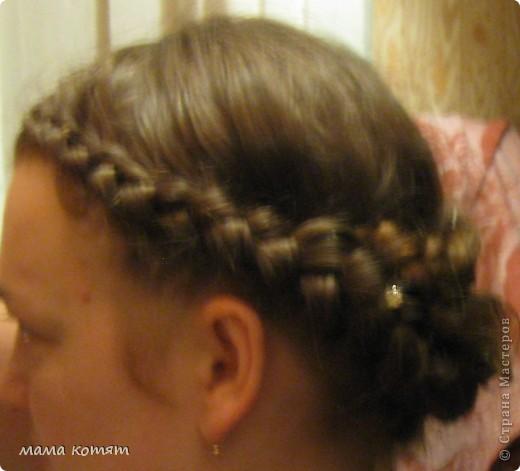 """Доброго всем времени суток. я очень долго складировала фото своих причёсок и """"наконец настал тот час""""))). эту причёску я делала пару недель назад своей куме - она шла на день варенья). вот отсель я научилась плести из хвоста такую шикарную косу http://stranamasterov.ru/node/316387. спасибо Поганочке за такую отличную причу) я и себе уже несколько раз и в разных вариантах заплетала, но всё никак не запечатлею. фото 14"""