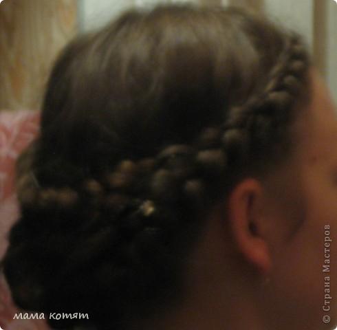 """Доброго всем времени суток. я очень долго складировала фото своих причёсок и """"наконец настал тот час""""))). эту причёску я делала пару недель назад своей куме - она шла на день варенья). вот отсель я научилась плести из хвоста такую шикарную косу http://stranamasterov.ru/node/316387. спасибо Поганочке за такую отличную причу) я и себе уже несколько раз и в разных вариантах заплетала, но всё никак не запечатлею. фото 15"""