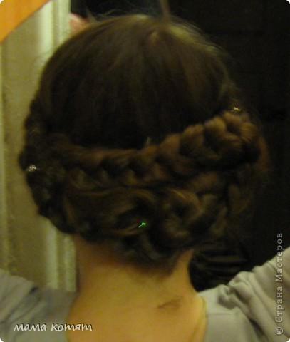 """Доброго всем времени суток. я очень долго складировала фото своих причёсок и """"наконец настал тот час""""))). эту причёску я делала пару недель назад своей куме - она шла на день варенья). вот отсель я научилась плести из хвоста такую шикарную косу http://stranamasterov.ru/node/316387. спасибо Поганочке за такую отличную причу) я и себе уже несколько раз и в разных вариантах заплетала, но всё никак не запечатлею. фото 16"""