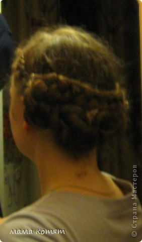 """Доброго всем времени суток. я очень долго складировала фото своих причёсок и """"наконец настал тот час""""))). эту причёску я делала пару недель назад своей куме - она шла на день варенья). вот отсель я научилась плести из хвоста такую шикарную косу http://stranamasterov.ru/node/316387. спасибо Поганочке за такую отличную причу) я и себе уже несколько раз и в разных вариантах заплетала, но всё никак не запечатлею. фото 17"""