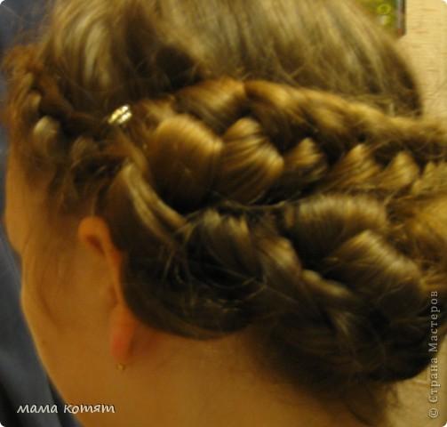 """Доброго всем времени суток. я очень долго складировала фото своих причёсок и """"наконец настал тот час""""))). эту причёску я делала пару недель назад своей куме - она шла на день варенья). вот отсель я научилась плести из хвоста такую шикарную косу http://stranamasterov.ru/node/316387. спасибо Поганочке за такую отличную причу) я и себе уже несколько раз и в разных вариантах заплетала, но всё никак не запечатлею. фото 18"""