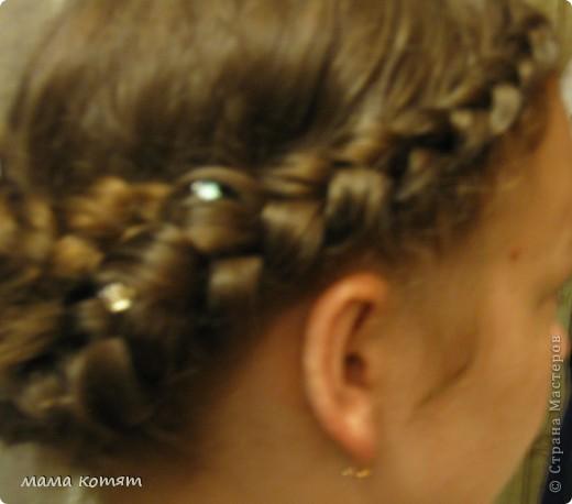 """Доброго всем времени суток. я очень долго складировала фото своих причёсок и """"наконец настал тот час""""))). эту причёску я делала пару недель назад своей куме - она шла на день варенья). вот отсель я научилась плести из хвоста такую шикарную косу http://stranamasterov.ru/node/316387. спасибо Поганочке за такую отличную причу) я и себе уже несколько раз и в разных вариантах заплетала, но всё никак не запечатлею. фото 19"""