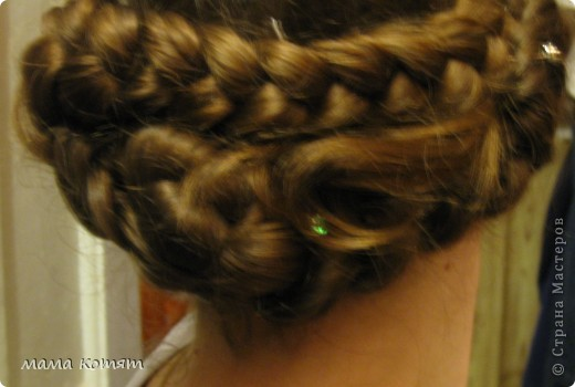 """Доброго всем времени суток. я очень долго складировала фото своих причёсок и """"наконец настал тот час""""))). эту причёску я делала пару недель назад своей куме - она шла на день варенья). вот отсель я научилась плести из хвоста такую шикарную косу http://stranamasterov.ru/node/316387. спасибо Поганочке за такую отличную причу) я и себе уже несколько раз и в разных вариантах заплетала, но всё никак не запечатлею. фото 21"""