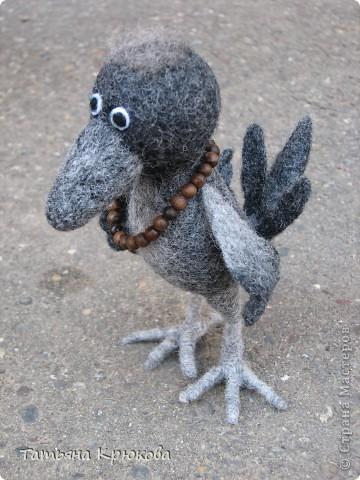 По просьбе дочи любимой свалялась ворона ,с ходу стала Глашей и заняла почётное место на полке. фото 4