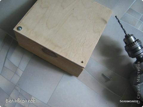 Всем добрый день!Сегодня мы с Вами сделаем ящик своими руками и состарим его по всем правилам как советуют специалисты http://www.sarafanov-style.ru/sovet/sostarivanie_mebeli/ . фото 17