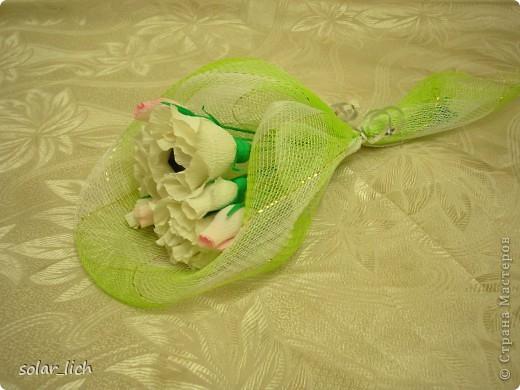 На день рождения мамы моего мужа в дополнение к подарку, я сделала небольшой сладкий букет. фото 1