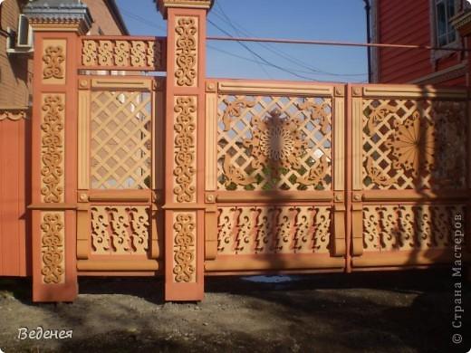 Я живу в небольшом сибирском городе Мариинске.  Это деревянное сооружение встречает каждого въезжающего. фото 4
