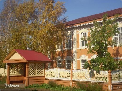Я живу в небольшом сибирском городе Мариинске.  Это деревянное сооружение встречает каждого въезжающего. фото 6