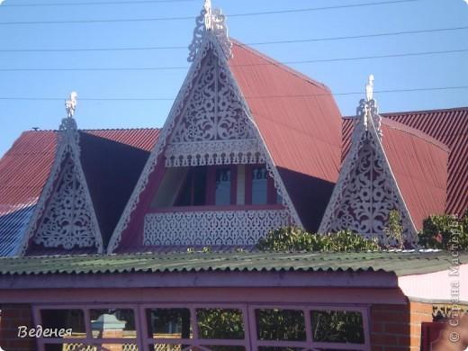 Я живу в небольшом сибирском городе Мариинске.  Это деревянное сооружение встречает каждого въезжающего. фото 7