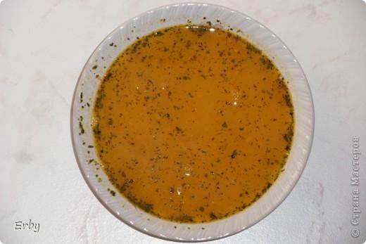 Здравствуйте. Решила поделиться с вами рецептом чечевичного супа. В  турецкой кухне очень популярны супы-пюре. Не исключение и чечевичный суп. Это то блюдо, которое очень быстро готовится и требует минимальных затрат как продуктов, так и времени, но является достаточно сытным и, главное, вкусным. Для приготовления понадобятся лук, красная чечевица, картофель, томатная паста, соль, перец, сушеная мята, сливочное масло. фото 9