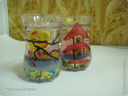 Это мои свечи с дизайном Япония. В работе я использовала: гель, витражные краски, песок, бисер, цветы, фитильки. Бисер не видно, так как работа сфотографирована сразу после изготовления и гель ещё не разошёлся, а так бисер на дне. фото 1