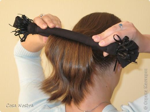 Исходное положение. Все волосы просовываем в прорезь и распределяем их по всей длине заколки. фото 1