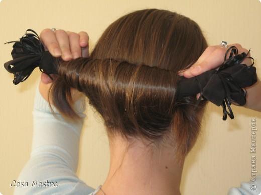 Исходное положение. Все волосы просовываем в прорезь и распределяем их по всей длине заколки. фото 2
