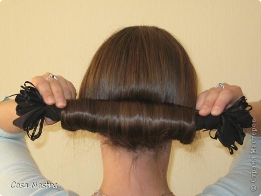 Исходное положение. Все волосы просовываем в прорезь и распределяем их по всей длине заколки. фото 3