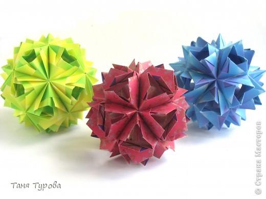 Здравствуйте, дорогие мои!  Сегодня у меня разгадалки кусудам М. Синайской. Фото автора  http://www.flickr.com/photos/goorigami/5485038423/  Все 3 из полосок 7,5 напополам Итоговый размер - 7,5 - 8 см собраны без клея фото 8