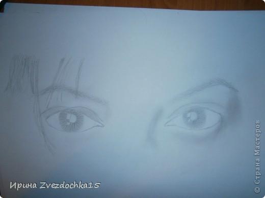 Наверное я помешана на рисовании глаз)) Но что тут поделать, нравится и все) Только в этот раз я нарисовала два глаза, а не один. (Точнее взгляд.) Как всегда рисую с картинки интернета. фото 3