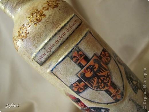 Получился у меня бутылочный пост. Все бутылки сделаны на заказ. Первая моя любимая. Получилась она из того что было. Старая распечатка, сверху декопатч бумага и на границе распечатки и бумаги free decor  сладерйы.  фото 5