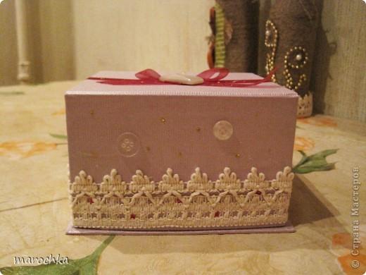 Была коробка подарочная от чашки, решила ее немного украсить и приспособить для хранения ниточек и иголочек фото 1