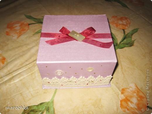 Была коробка подарочная от чашки, решила ее немного украсить и приспособить для хранения ниточек и иголочек фото 2