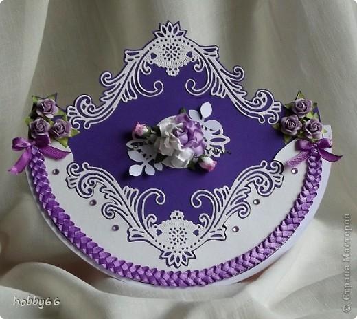 А мне понравилось вот это стихотворение. Фиолетовый Фионн Ши Мой любимый цвет - фиолетовый, Говорят, это - цвет безумия, Цвет - в_ожиданьи_ответа И осенних прозрачных сумерек.  Мой любимый цвет - фиолетовый, Говорят, это цвет твоей тайны, Цвет пряных летних ночей И тех шепотом_обещаний.  Мой любимый цвет - фиолетовый, Говорят, это цвет одиночества. Цвет, когда нет_никого,  А обняли чтоб - очень хочется..  Мой любимый цвет - фиолетовый, Говорят, это цвет необычности, Цвет тоски в лужах осенних И опадающих ночью листьев.  Мой любимый цвет - фиолетовый.. Цвет весенних гуляний_ночами, А еще - дыма твоими колечками И всех моих воспоминаний.  Фиолетовый - цвет твоей тени, Когда домой возвращаешься ночью. Я влюбилась в твой_фиолетовый, Угадав тебя среди прочих.. 15/09/07 Стихи живут здесь: moitomsk.blogspot.com