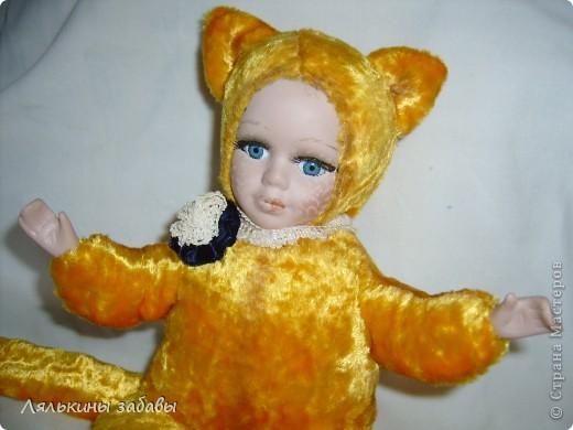 Давно мылилась на такую куклу и вот решилась. Хотелось многого ,но начала с котейки. рост 25 см.сидящая малышка,статичная.Следующую сделаю на шплинтах. авторская работа. личико и ручки-от коллекционной куклы (фарфор) 2006года. фото 2