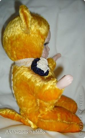 Давно мылилась на такую куклу и вот решилась. Хотелось многого ,но начала с котейки. рост 25 см.сидящая малышка,статичная.Следующую сделаю на шплинтах. авторская работа. личико и ручки-от коллекционной куклы (фарфор) 2006года. фото 7