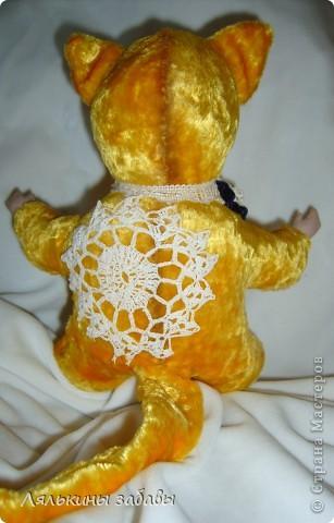 Давно мылилась на такую куклу и вот решилась. Хотелось многого ,но начала с котейки. рост 25 см.сидящая малышка,статичная.Следующую сделаю на шплинтах. авторская работа. личико и ручки-от коллекционной куклы (фарфор) 2006года. фото 8