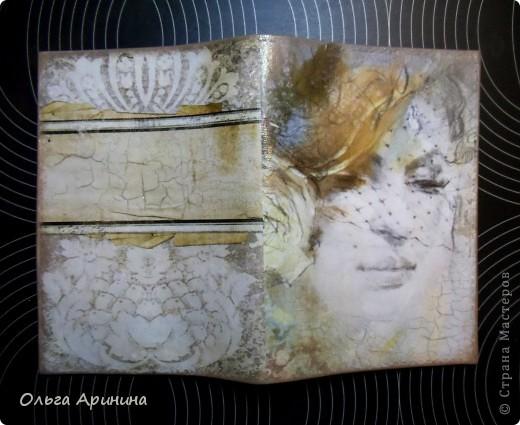 """Моя, наверное, самая любимая на сегодняшний день обложка на паспорт """"Вуаль"""". Декорирована в технике декупаж с применением кракелюра, в трещенки затерты золотые тени. фото 1"""