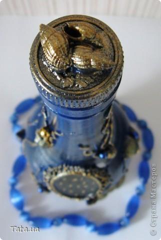 Здравствуйте, дорогие жители и гости Страны Мастеров. Хочу показать Вам свою бутылочку, которую сделала просто так...без повода...для себя. Идею, целиком и полностью, с разрешения автора ))), позаимствовала тут  http://stranamasterov.ru/node/339980?c=favorite  у Ольги, уж очень понравились мне ее работы! Решила отойти от черного цвета и попробовать синий, все же морская тема..., но думаю зря.....черный цвет, мне кажется смотрелся бы более интересно.  Понравилась бутылочка, которую я приглядела на дне рождении брата, смиренно дождалась пока ее опустошат.....и в сумочку))))), чтобы с пустыми руками не ходить- на дни рождения- с подарками, возвращаюсь домой- с тарой)))))))))))).  фото 11