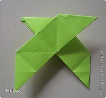 Не так давно я вела кружок оригами в загородном лагере. И на презентацию кружка всегда рассказывала эту сказку. Она тоже очень давняя. Побродив по Стране мастеров, нашла еще два варианта  https://stranamasterov.ru/node/19044?c=favorite https://stranamasterov.ru/node/302273?c=favorite  Но все же решила выложить и свою с целью дополнить уже имеющиеся, так как переходы от одной фигуры к другой  в разных вариантах разные. А вдруг и пригодиться кому. фото 9