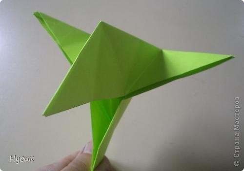 Не так давно я вела кружок оригами в загородном лагере. И на презентацию кружка всегда рассказывала эту сказку. Она тоже очень давняя. Побродив по Стране мастеров, нашла еще два варианта  http://stranamasterov.ru/node/19044?c=favorite http://stranamasterov.ru/node/302273?c=favorite  Но все же решила выложить и свою с целью дополнить уже имеющиеся, так как переходы от одной фигуры к другой  в разных вариантах разные. А вдруг и пригодиться кому. фото 11