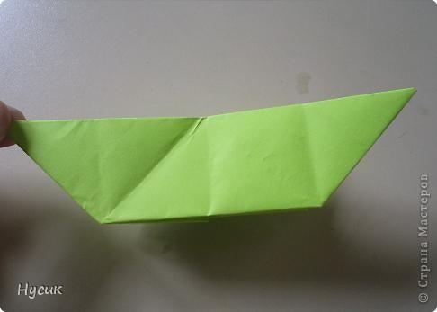 Не так давно я вела кружок оригами в загородном лагере. И на презентацию кружка всегда рассказывала эту сказку. Она тоже очень давняя. Побродив по Стране мастеров, нашла еще два варианта  https://stranamasterov.ru/node/19044?c=favorite https://stranamasterov.ru/node/302273?c=favorite  Но все же решила выложить и свою с целью дополнить уже имеющиеся, так как переходы от одной фигуры к другой  в разных вариантах разные. А вдруг и пригодиться кому. фото 15