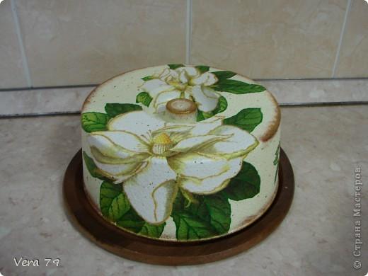для своей кухни сделала набор состоящий из керамической тарелки,керамического горшка,деревянной досточки и что-то вроде сырницы.Так как с кракелюром не очень дружу,решила попробовать набрызги. фото 7