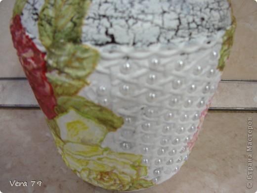 для своей кухни сделала набор состоящий из керамической тарелки,керамического горшка,деревянной досточки и что-то вроде сырницы.Так как с кракелюром не очень дружу,решила попробовать набрызги. фото 11