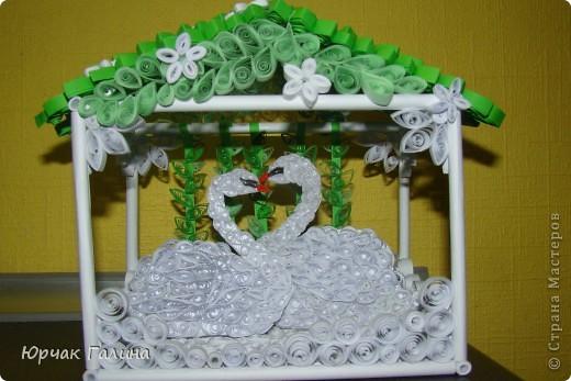 Вот такой подарок решила я сделать  на свадьбу моей любимой сестричке.Где то на просторах интернета увидела такой домик  (только там жили другие птички)  и решила его сотворить. И вот что получилось. фото 1