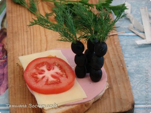 Детские бутерброды(дети сами готовили на уроках)(колбаса,сыр,булка,капуста-лист, украшение-яйцо,укроп,горох, кукуруза) фото 6