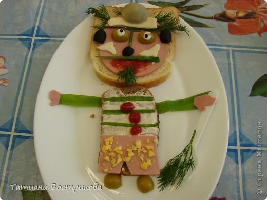 Детские бутерброды(дети сами готовили на уроках)(колбаса,сыр,булка,капуста-лист, украшение-яйцо,укроп,горох, кукуруза) фото 4