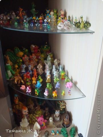 Уже много лет собираю фигурки драконов. В моей коллекции есть дракончики из глины, стекла, металла, бисера, ткани, камня, поролона... И вот решила дополнить многочисленное семейство вот такими дракончиками. фото 2