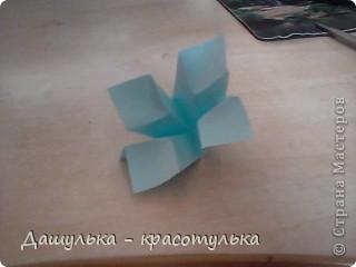 Вот крутила бумажку и получился цветочек.Это мой первый мастер класс я так волнуюсь. фото 1