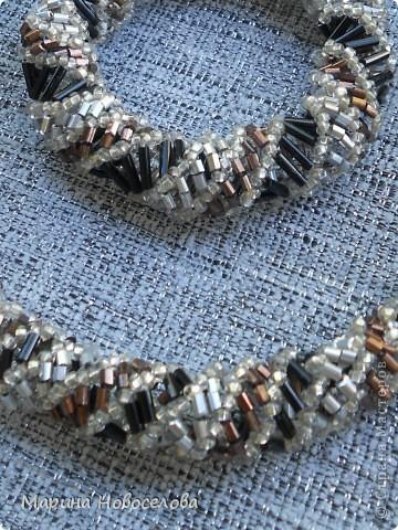 Симпатичные комплекты из жгутов - два с подвесками и два без. Длину делала специально под горло. фото 9