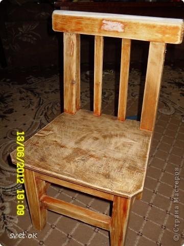 Здравствуйте, дорогие мастерицы! выношу на ваш суд свой первый опыт переделки старой вещи. вот такой стул сделала своему малышку. фото 2